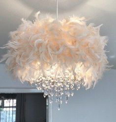 Many people believe that there is a magical formula for home decoration. You do things… Diy Light Shade, Chandelier Light Shade, Light Shades, Chandelier Bedroom, Ceiling Chandelier, Bedroom Lighting, Lampshade Chandelier, Tons Clairs, Feather Lamp
