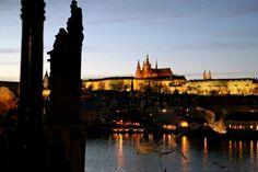 «Ahhhhhhhh Prague». On a été surpris de voir des petites étoiles dans les yeux de ceux à qui on racontait qu'on y allait, pour trois jours (à peine) et le pont du 11 n…