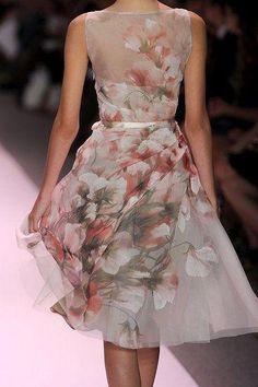 2011 Spring New York Fashion Week: Monique Lhuillier by margarita Fashion Week, New York Fashion, Fashion Show, Womens Fashion, Monique Lhuillier, Floral Fashion, Fashion Dresses, Chifon Dress, Organza