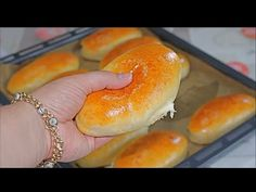 Mini Pain Brioché Extra Moelleux ‼️ Super Simple avec Très peu d'ingrédients - YouTube Mini Pains, Bread Recipes, Cooking Recipes, Croissant, Flan, Hot Dog Buns, Bagel, Feel Good, Delicious Desserts