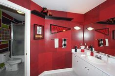7440 Stonemeadow Ln Montgomery, OH 45242 Red bathroom