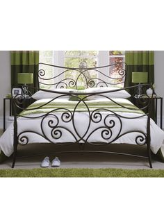 Love the metal bed Iron Furniture, Wrought Iron Beds, Steel Bed, Grill Door Design, Furniture, Pretty Bedding, Bedroom Green, Bed, Iron Decor