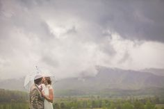 Rainy Mountain Wedding by Leah Bullard - Southern Weddings Rainy Wedding, Wedding Pictures, Wedding Ideas, Couple Photography, Wedding Photography, Photography Tips, Portrait Photography, Umbrella Wedding, Kissing In The Rain
