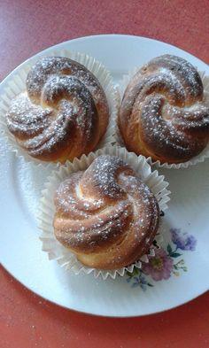 This no all / Disznóól - KonyhaMalacka disznóságai: Rózsa briós - muffin Hungarian Recipes, Hungarian Food, Cake Recipes, Muffins, Cooking Recipes, Sweets, Cookies, Breakfast, Vaj