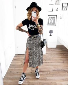 Saika Midi Skirt in Rar Leopard Brown by Motel – has this outfit been pinned 100 times on this board? Outfits With Converse, Edgy Outfits, Mode Outfits, Grunge Outfits, Fashion Outfits, All Black Converse Outfit, Rock Chic Outfits, Fashion Ideas, Fashion Hacks