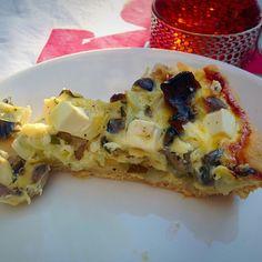 Hämmentäjä: Sieni-päärynäpiirakka. Mushroom pie with pear and feta cheese.