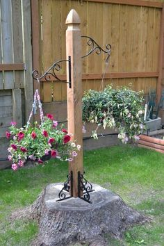 And finally, here's how my husband decorated an ugly old tree stump with a quic. - And finally, here's how my husband decorated an ugly old tree stump with a quick & easy - Small Front Yard Landscaping, Backyard Landscaping, Landscaping Ideas, Pergola Ideas, Outdoor Pergola, Outdoor Benches, Landscaping Software, Backyard Projects, Garden Projects