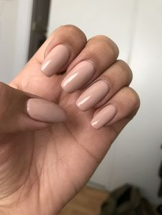 Simple Acrylic Nails Squoval If you want a chic manicure, but prefer a more natural look, nude nails are the perfect choice for you! We have lovely and demure ideas just for you!Gel Nail Art Polish Trends Part five 2018 What does one- essie natur Simple Acrylic Nails, Best Acrylic Nails, Squoval Acrylic Nails, Nail Shapes Squoval, Natural Acrylic Nails, Simple Nails, Natural Looking Nails, Natural Nails, Hair And Nails