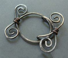 arden Gate Clasp This Clasp that's made of wire is so cool that you can't wait to try it out.