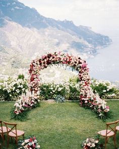 Wedding Flower Decoration who don't want to get married in this ceremony location? What an amazing wedding ceremony setup! A huge floral wedding arch with a lot of roses in awhite, marsala and blush wedding color palette.This beautiful view is a dream! Wedding Ceremony Ideas, Ceremony Backdrop, Ceremony Decorations, Wedding Centerpieces, Tree Centerpieces, Floral Wedding Decorations, Wedding Ceremony Arch, Wedding Altars, Ceremony Seating