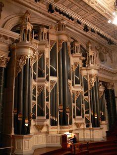 Beautiful pipe organ in Sydney.