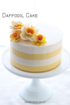 Daffodil Cake Recipe with bean paste daffodil flowers ~ Make Fabulous Cakes Daffodil Cake, Daffodil Flowers, Food Cakes, Cupcake Cakes, Cupcakes, Spring Cake, Cake Pictures, Cake Icing, Savoury Cake
