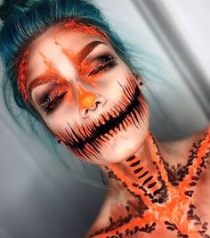 Looking for for ideas for your Halloween make-up? Check out the post right here for creepy Halloween makeup looks. Looks Halloween, Cool Halloween Makeup, Halloween Inspo, Scary Makeup, Sfx Makeup, Halloween Pumpkin Makeup, Halloween Makeup Tutorials, All Black Halloween Costume, Halloween Face Paint Scary