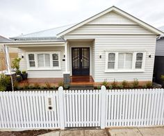 Finally the end of the Block for 2017 is complete, this last week saw the couples finish the front facade of their homes and the garden design. Exterior House Colors, Exterior Design, Exterior Windows, Weatherboard House, Small Balcony Design, Front Fence, Front Porch, Edwardian House, Exterior Makeover
