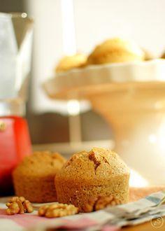 Przepis na muffiny orzechowe, bezglutenowe. Pyszne muffinki idealne na szybkie śniadanie lub przekąskę.