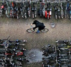 Amsterdam'da Bisiklet Park Edecek Yer Kalmadı!