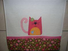 Pano de prato gatinhas coloridas barrado e aplicação em tecido 100% algodão. R$ 23,00