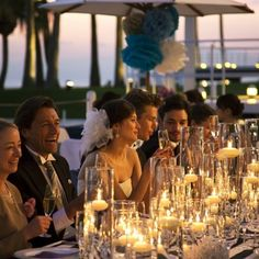 シーサイド リビエラ|結婚式場写真「ナイトパーティにはたくさんのキャンドルを使ってテーブルコーディネート。」 【みんなのウェディング】