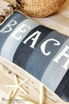 All the Best Ideas for Making Denim Pillows (Cushions) The most unique and coolest repurposed jean pillows and cushions. Do you hate throwing out old jeans, how about upcycling them into denim pillows. Sewing Pillows, Diy Pillows, Decorative Pillows, Cushions To Make, Jean Crafts, Denim Crafts, Deco Marine, Diy Recycling, Denim Ideas