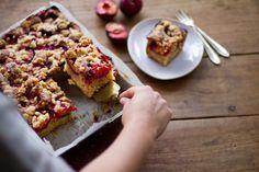 Pflaumen Blechkuchen mit Zimtstreusel — nom-nom New Recipes, Cooking Recipes, Healthy Recipes, Sweets Cake, Cupcake Cakes, Plum Cake, Health Breakfast, Nom Nom, Bakery