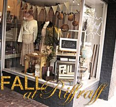 Eclectic, vintage & rustic window display, looks like a vintage county fair! Boutique Window Displays, Store Window Displays, Craft Show Displays, Display Ideas, Fall Displays, Vintage Display, Vintage Clothing Display, Store Front Windows, Retail Windows