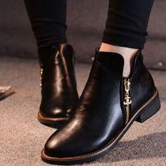 ¡No necesitas usar tacones para verte guapísima! Unos botines de este estilo te harán lucir súper fashion y estarás muy cómoda. ✨💁🏻✨ #CosmoMx #CosmoFashion #shoegoals