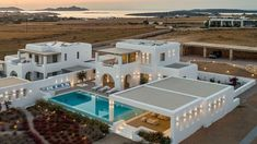 21 mai 2020 - Logement entier à This luxury villa is ideally located in gulf of Ampelas, overlooking the Aegean Sea and the island of Naxos. Earth At Night, Architectural House Plans, Dome House, Unusual Homes, Grand Homes, House Built, Paros, House Layouts, Tropical Houses