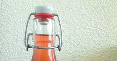 40 g frische goldmelissenblüten oder 6 g getrocknete blüten   2 l wasser        2 kg zucker        40 g zitronensäure        flaschen ... Fire Extinguisher, Gold, Water Bottle, Drinks, Sugar, Canning, Flasks, Water, Recipies
