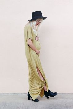 Baby Bump Fashion - Maternity Dresses to Wear During Pregnancy - Pregnancy Style - Pregnant Mom Fashion Maternity Fashion Dresses, Stylish Maternity, Maternity Wear, Fashion Outfits, Maternity Styles, Mom Fashion, Maternity Swimwear, Fashion Spring, Latest Fashion