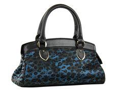Bolsa feminina média código K0352.19/06 em couro legítimo com pelos e estampa, com alças e colarinho em couro liso.
