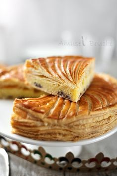 galette coconut and milk chocolate chips Sweet Pie, Sweet Tarts, Homemade Biscuits From Scratch, Coconut Milk Chocolate, Chocolate Chips, Delicious Desserts, Dessert Recipes, French Pastries, Christmas Desserts