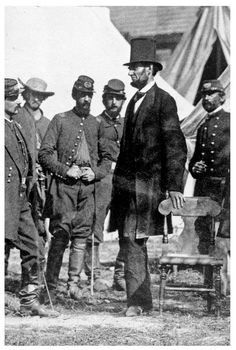 """""""President, Commander and Chief, Abraham Lincoln meets with General George McClellan on the battlefield of Antietam in Maryland, . I never realized just how tall Abraham Lincoln was! he was a head taller than any man standing near him. American Presidents, American Civil War, American History, British History, History Photos, World History, Asian History, History Facts, Celebridades Fashion"""