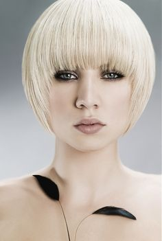 Large image of short blonde straight hairstyles provided by Hair Machine. Picture Number 14631
