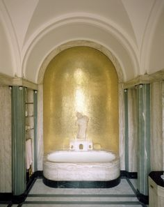 Art Deco Eltham Palace bathroom - 1936 - Architects: Seeley and Paget Richard Neutra, Eltham Palace, Carlo Scarpa, Niche Design, Art Deco Design, Lee Miller, Gio Ponti, Landscape Architecture Design, Modern Architecture