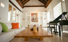 This is a magnificently charming three-bedroom house is located in the historic center of Cartagena.