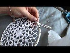 DIY Tutorial - How to Crochet Mandala Dreamcatcher - Sun Dream Catcher Hula Hoop Yarn Bombing Crochet Home, Crochet Crafts, Crochet Doilies, Crochet Projects, Diy Crochet, Mandala Crochet, Crochet Tutorials, Yarn Bombing, Dream Catcher Hoops