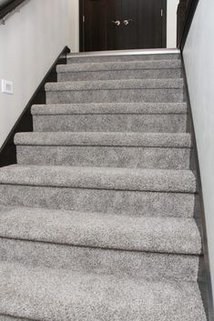 Best Carpet Runners For Stairs Code: 6414164363 Best Carpet, Diy Carpet, Modern Carpet, Car Carpet Cleaner, Carpet Cleaners, Plastic Carpet Runner, Cheap Carpet Runners, Carpet Styles, Big Houses