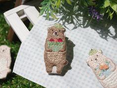 動物達の生活 くまさん リンゴ収穫編 刺繍ブローチ