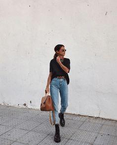 Boyfriend jeans , Boyfriend Jeans , Back to School Outfits Source by fashionwanderer Look Fashion, Denim Fashion, Autumn Fashion, Fashion Outfits, Womens Fashion, Fashion Trends, Travel Outfits, Urban Street Style Fashion, Fashion Clothes