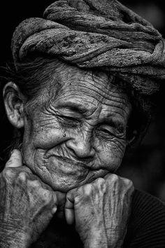 Old Faces, Many Faces, Fotografia Pb, Beautiful People, Beautiful Pictures, Beautiful Eyes, Foto Art, Interesting Faces, Pics Art