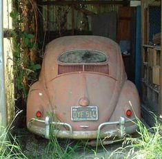 Volkswagen Awesome Volkswagen Hidden Treasure – VW Bugs Needing Some Love Check mor – – World Bayers Combi Wv, Van Vw, Kdf Wagen, Car Barn, Vw Classic, Vw Vintage, Rims And Tires, Rusty Cars, Vw T