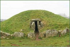 The Isle of Anglesey. Bryn Celli Ddu is a Neolithic burial chamber, referred to in Welsh as a cromlech and is situated a few miles to the south east of the village of Llanddaniel Fab Stonehenge, History Of Wales, Scotland History, Sacred Architecture, Archaeological Site, Archaeological Discoveries, Cairns, Ancient History, Archaeology