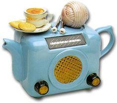 she-who-loves-the-rain:  Teapot 11 - Old fashioned radio etc