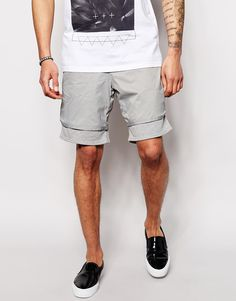 Shorts von ASOS weiches Jersey gewebte Oberlage Kordelzug in der Taille schräge Seitentaschen lockerer Sitz Maschinenwäsche 100% Nylon Model trägt 32 Zoll/81 cm Normalgröße und ist 188 cm/6 Fuß 2 Zoll groß