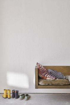 3 Beaming ideas: Minimalist Decor Wall Black White minimalist home decoration gray.Minimalist Interior Wood White Walls minimalist home ideas storage. Minimalist Furniture, Minimalist Home Decor, Minimalist Interior, Minimalist Living, Minimalist Bedroom, Minimalist Kitchen, Modern Minimalist, Living Room Designs, Living Room Decor