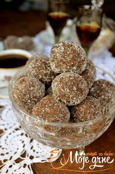 Posne kuglice sa suvim sljivama i smokvama Ukrainian Recipes, Croatian Recipes, Baking Recipes, Cookie Recipes, Dessert Recipes, Sweet Desserts, Sweet Recipes, Posne Torte, Oreo Cheesecake Bites