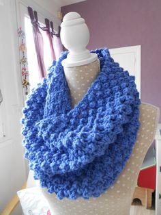 Snood bleu col tube tour de cou tricoté laine