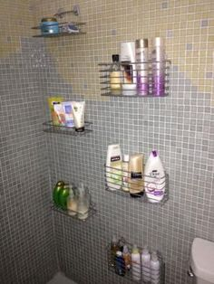 32 Charming Dorm Bathroom Decorating Ideas - Home Bestiest Bathroom Shower Organization, Bathroom Storage, In Shower Storage, Shower Organizing, Bathroom Ideas, Bath Ideas, Shower Shelves, Bathroom Shelves, Modern Bathroom Decor