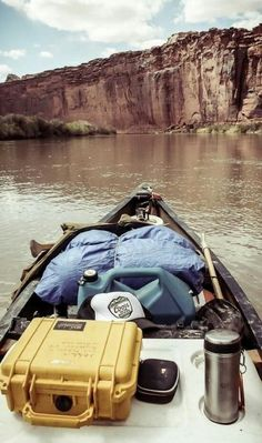 World Camping. Camping Advice For Those Who Love The Outdoors. Camping is a great choice for your next vacation if you want to really enjoy yourself. To get the most from your next camping trip, check out the tips in t Canoe Camping, Canoe And Kayak, Outdoor Camping, Canoe Trip, Camping Hacks, Camping Stuff, Campsite, Into The Wild, Kayaks