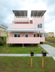フランク・ゲーリーがハリケーン被災地復興プロジェクト「Make It Right」のために設計した住宅の写真